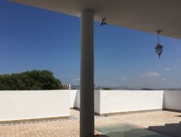 Tanger, très beau grand Riad, idealement, placé près de la porte de la kasbah. restauré avec gout et qualité.
