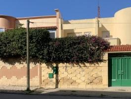 Tanger, proche des arènes, dans quartier résidentiel recherche, calme, villa sur un jardin clos arboré .