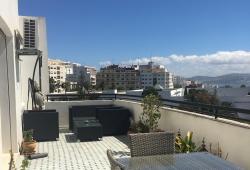 Exclusivité.Très bel appartement quartier Hassan II, dernier étage , très belle terrasse ensoleillée, triple réception, 3 chambres, 2 parking en sous sol.