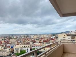 À Tanger,  meublé, dans Residence haut de gamme, proche consulat français et marché