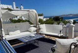 À Tanger, rare, la Kasbah, Dar ancien, resté dans son authenticité, volumes, idéalement placé, vue sur toute la baie, nombreuses terrasses.