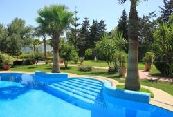 Tanger, proche du golf, exceptionnelle, villa avec piscine, hammam  sur 1923 m2, orientée sud.